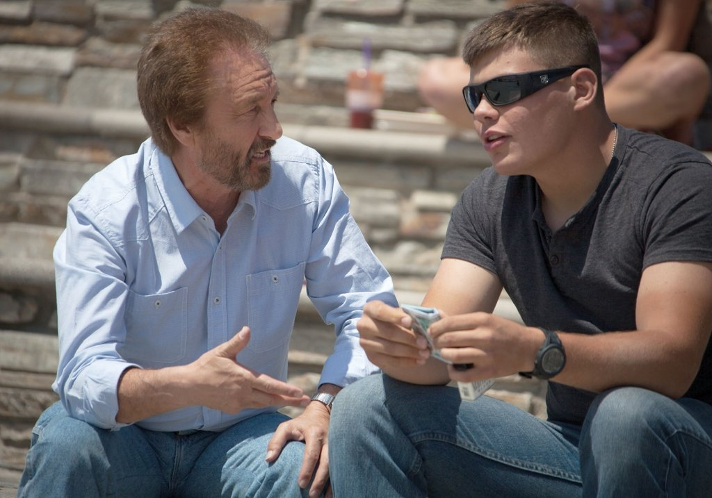 Ray Comfort evangelizing to a man